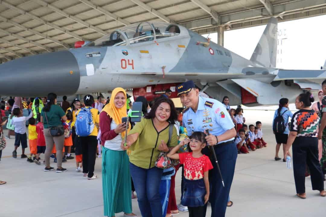 Pesawat Tempur Sukhoi SU-30 Pukau Warga Kupang