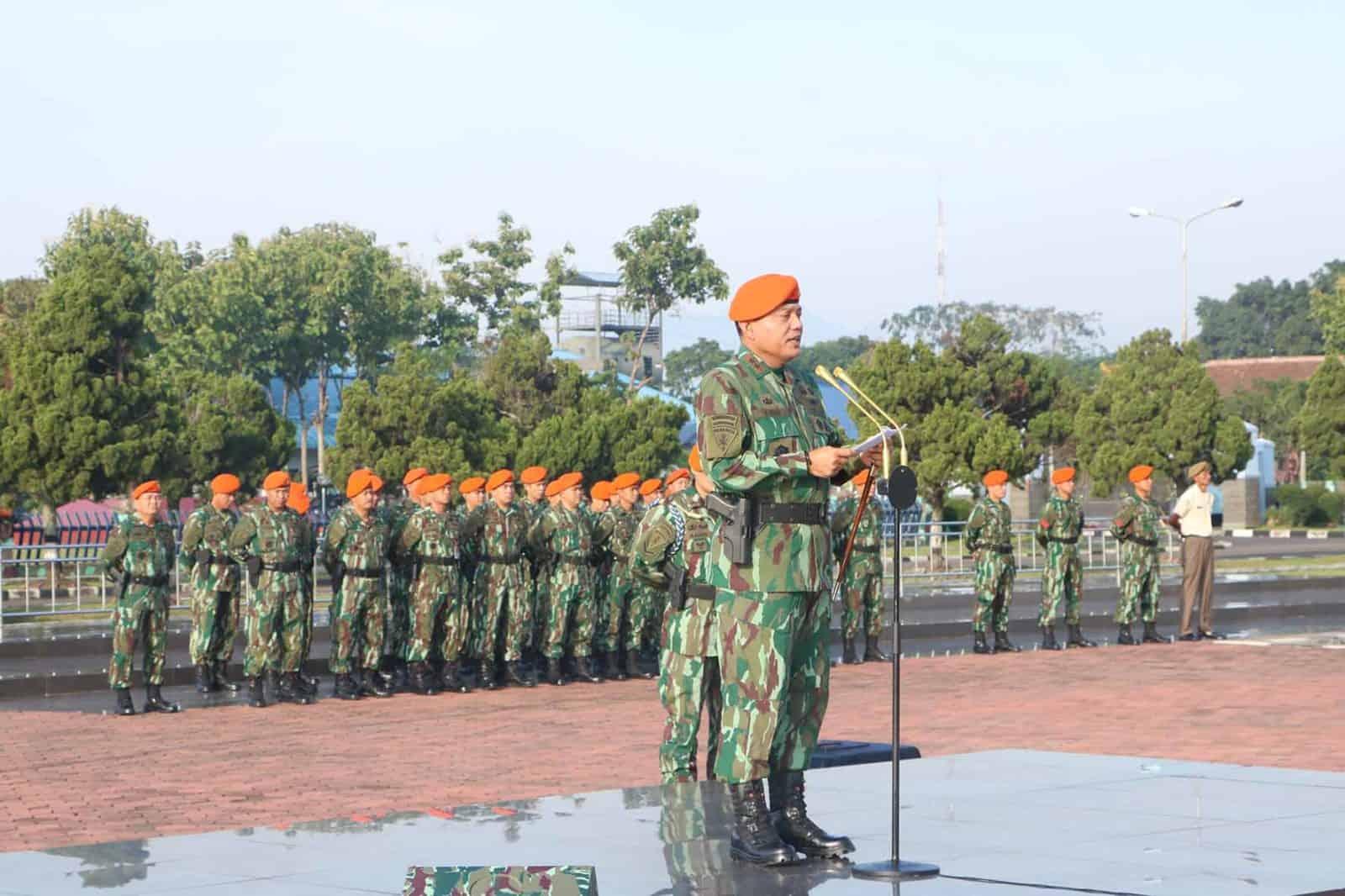 Dankorpaskhas Pimpin Upacara Bendera Bulanan Di Mako Korpaskhas