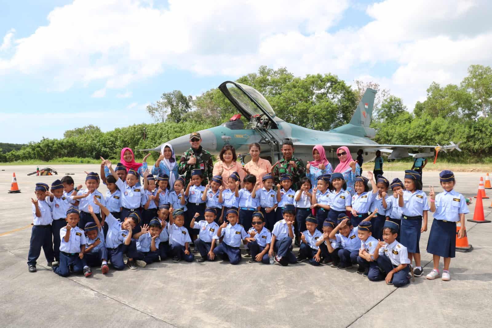 Ratusan Murid TK Kunjungi Base Ops Lanud Dhomber