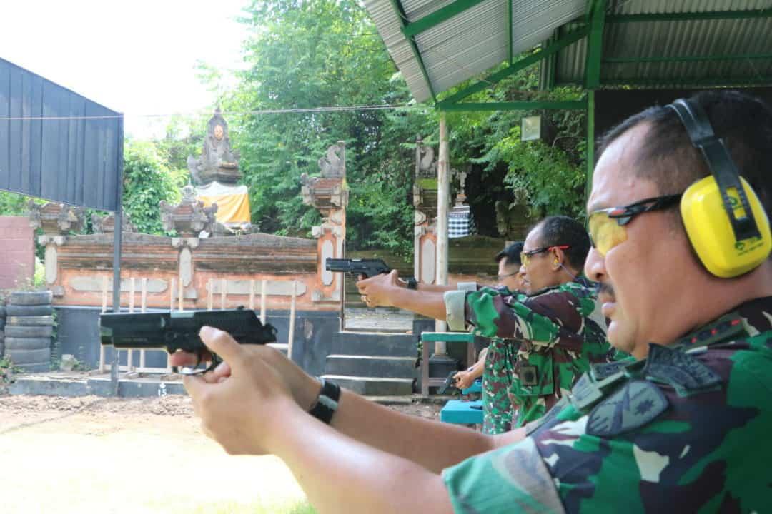 Asah Kemampuan Prajurit, Lanud I Gusti Ngurah Rai Gelar Latihan Menembak