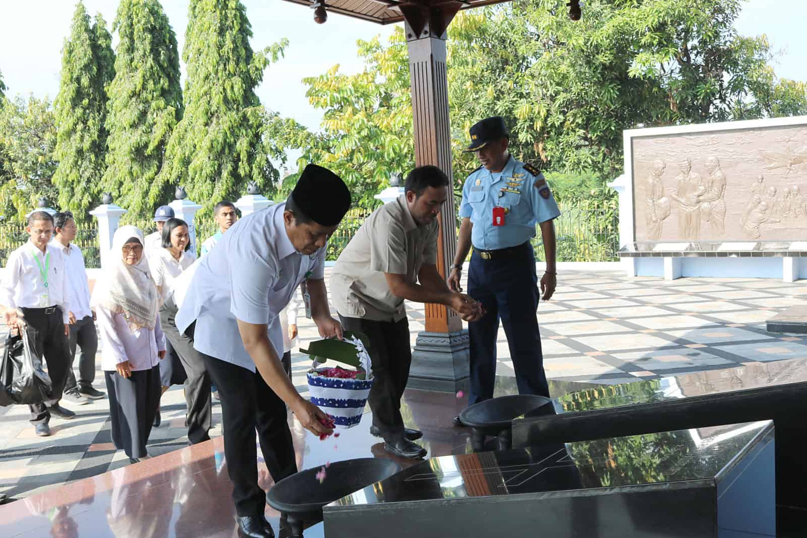 Academy Health System Ziarah ke Monjuang TNI AU