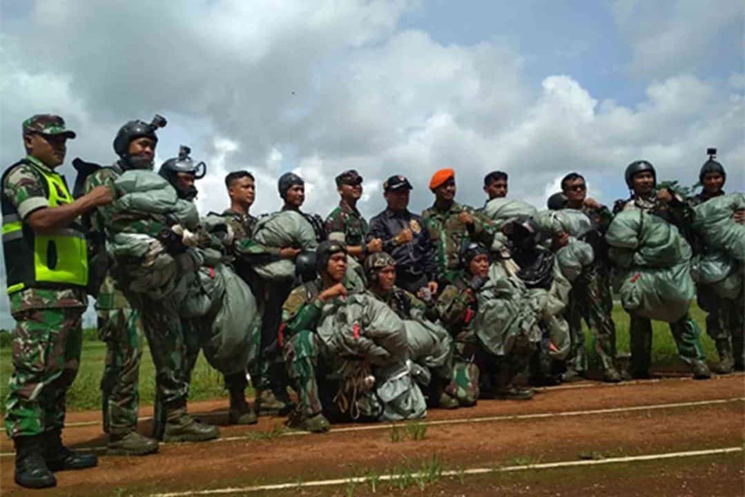 Tim Dalpur Denmatra 2 Paskhas Melaksanakan Laihan Pemantapan Terjun Area