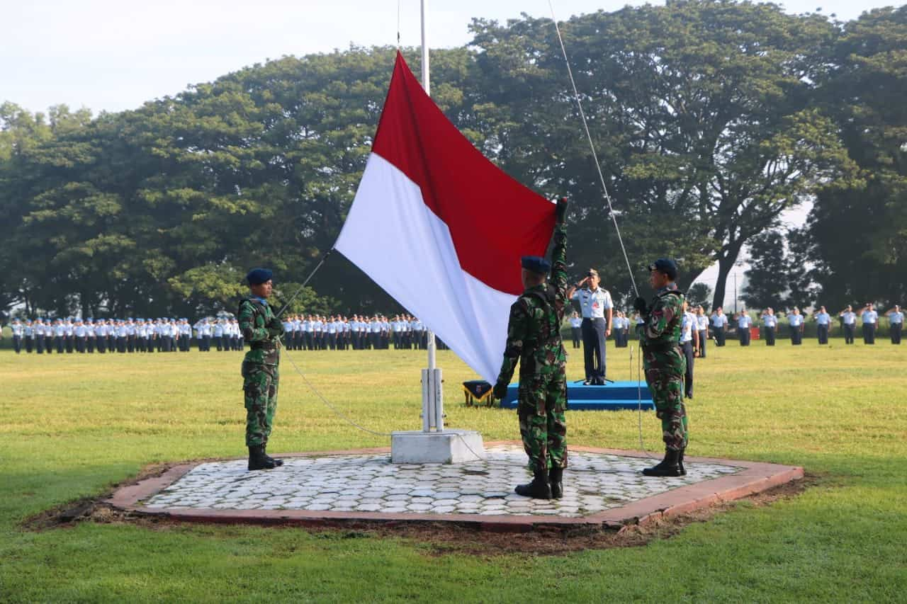 Upacara Bendera Mingguan di Lanud Iswahjudi