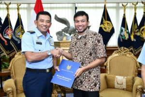 Kasau Apresiasi Atlet Paralayang Indonesia