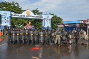 Halau Massa di Depan Gerbang Lanud Sultan Hasanuddin