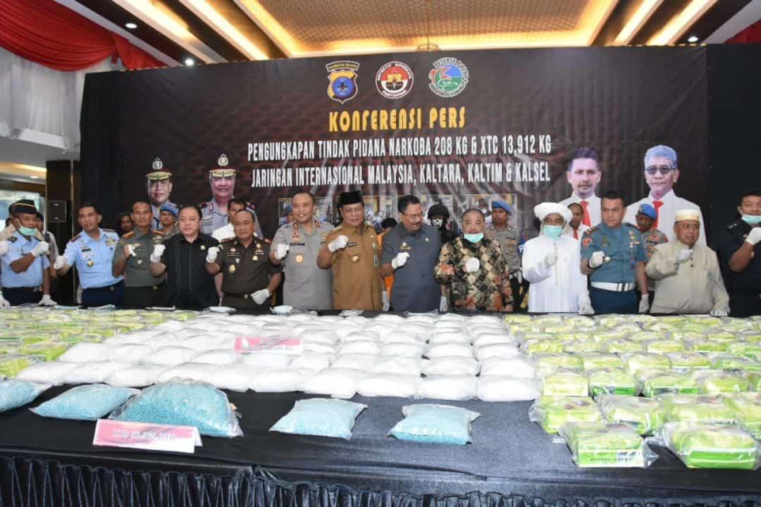 Komandan Lanud Sjamsudin Noor Menghadiri Konferensi Pers Tindak Pidana Narkoba di Mapolda Kalsel
