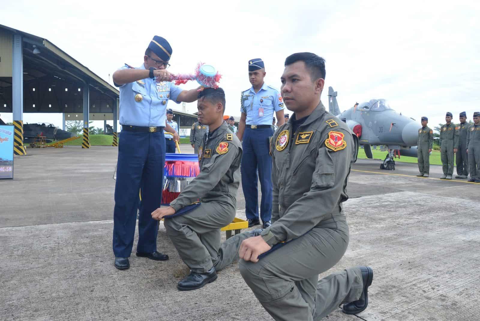 Dua Penerbang Skadron Udara 1 Capai Terbang Solo