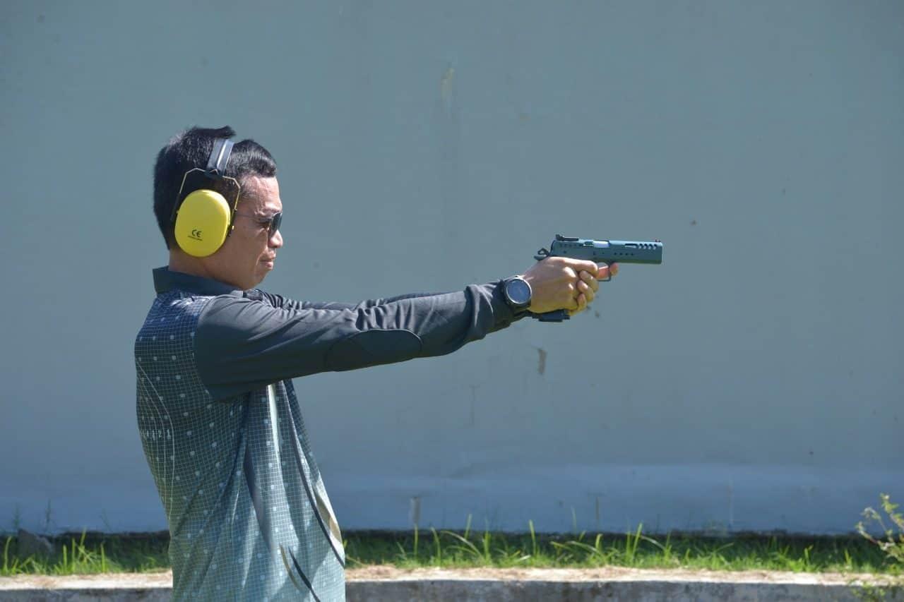 Jelang Kasau Cup 2020, Komandan Lanud Sultan Hasanuddin Latihan Menembak