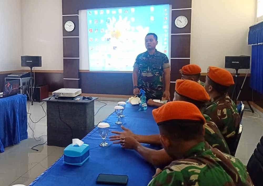 Satgas Pamrahwan Yonko 462 Paskhas Pos Timika Ikuti Penyuluhan Bahaya Virus Corona