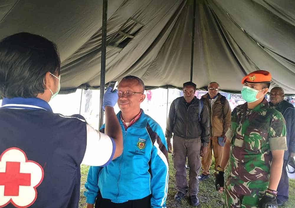Satgas Pamrahwan Yonko 462 Paskhas Pos Bandara Mulia Ikut Serta Cegah Masuknya Covid-19 Ke Kab. Puncak jaya
