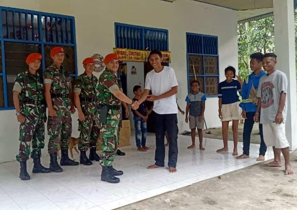 Satgas Pamrahwan Yonko 462 Paskhas Kunjungi Panti Asuhan YAPEDA Timika