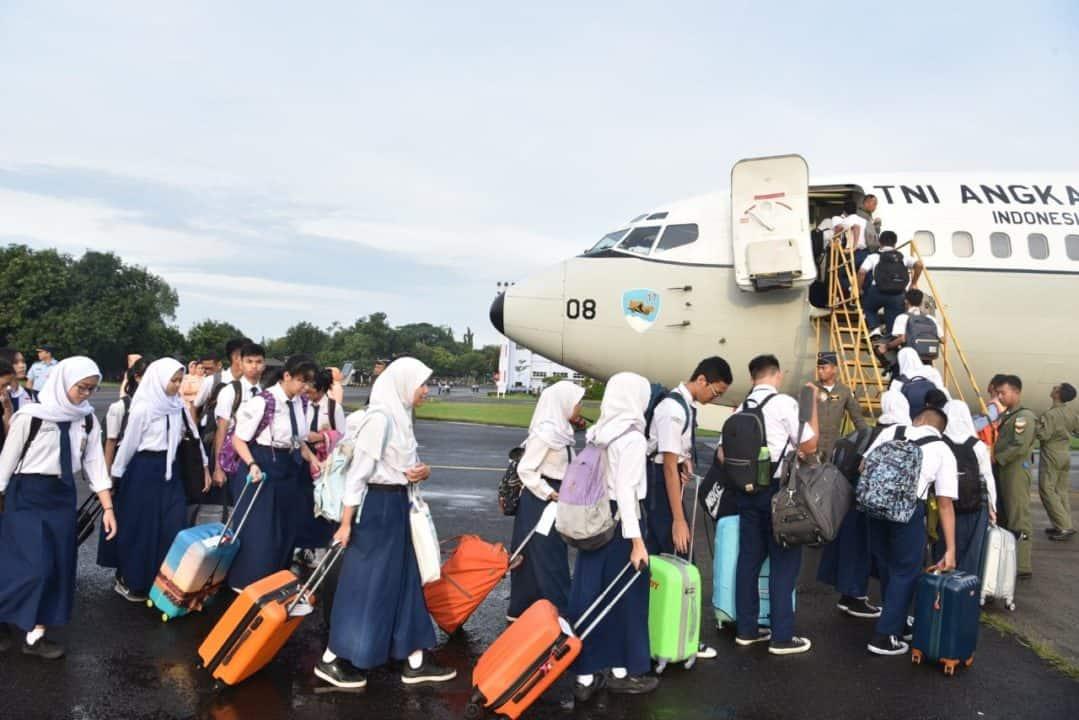 Ketua Yasarini Cabang Lanud Halim P. Lepas 46 Casis SMA Pradita Dirgantara