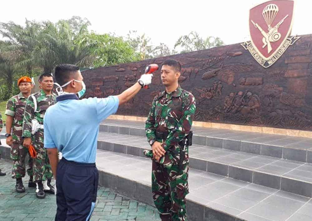 Cegah Penyebaran Covid-19, Yonko 462 Paskhas Laksanakan Pemeriksaan Suhu Tubuh Dan Budayakan Pola Hidup Sehat