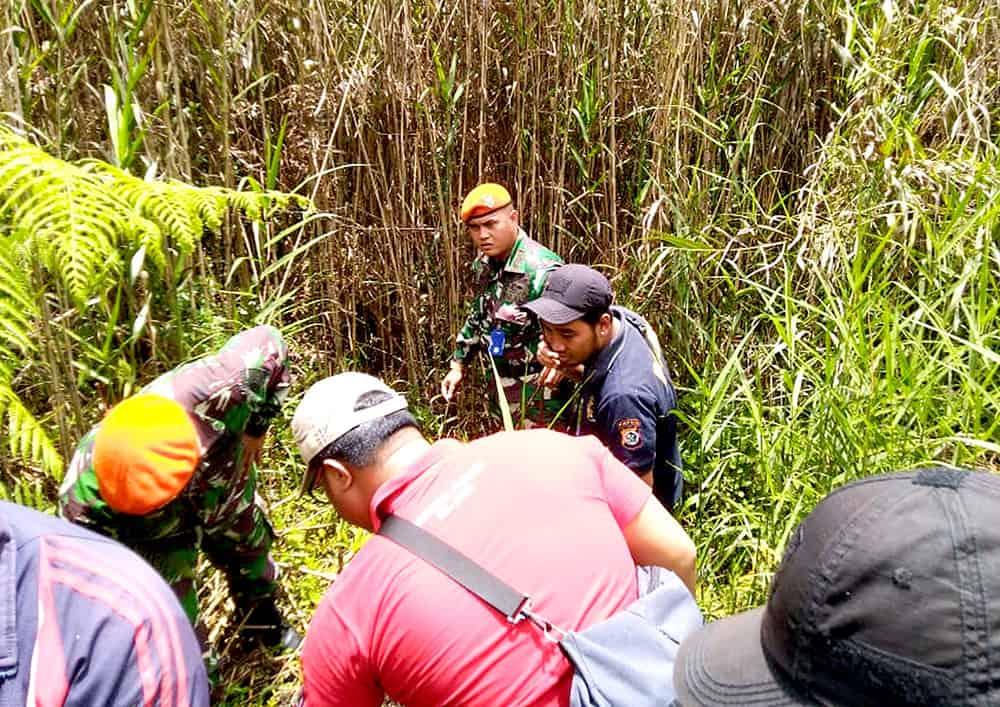 Satgas Pamrahwan Yonko 462 Paskhas Temukan Ladang Ganja dan Pembuat Miras