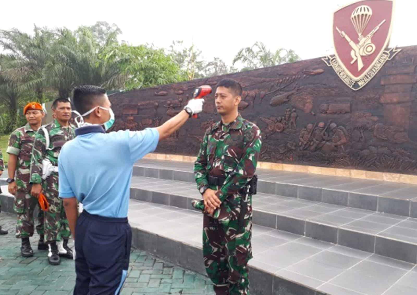Yonko 462 Paskhas Laksanakan Pemeriksaan Suhu Tubuh dan Budayakan Pola Hidup Sehat