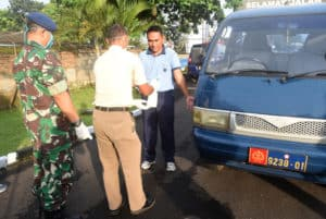 Langkah Antispasi Langkah Penyebaran Virus Corona/COVID – 19, Lanud Wiriadinata Melaksanakan Pengecekan Kesehatan di Pintu Masuk Pos Penjagaan Polisi Militer