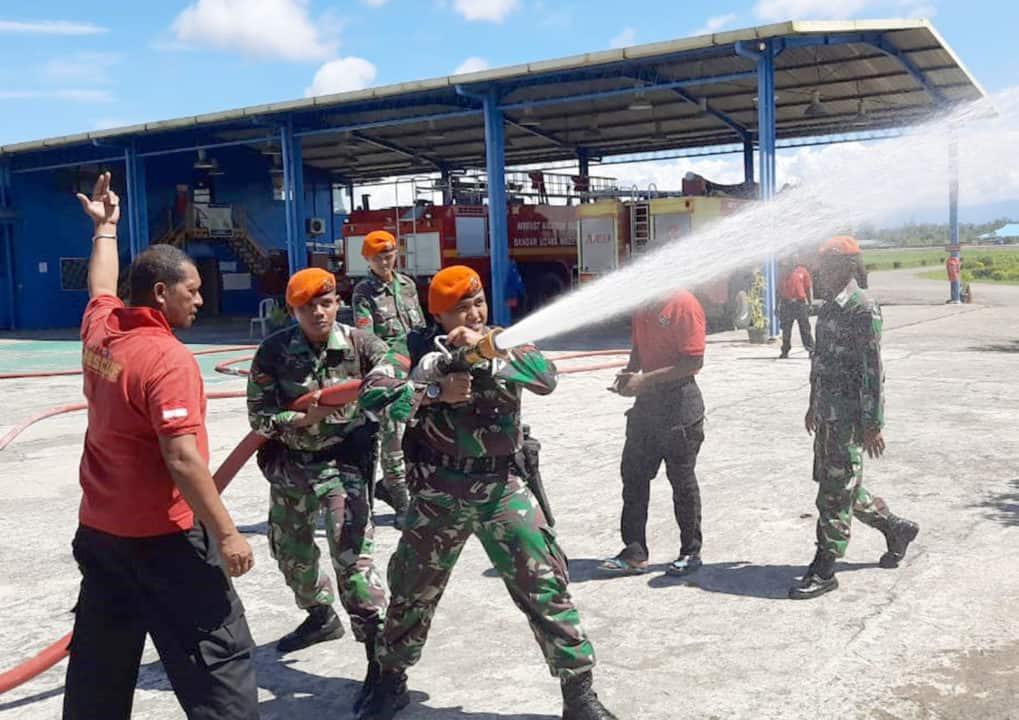 Satgas Pamrahwan Yonko 462 Paskhas Laksanakan Latihan Penanggulangan Kebakaran