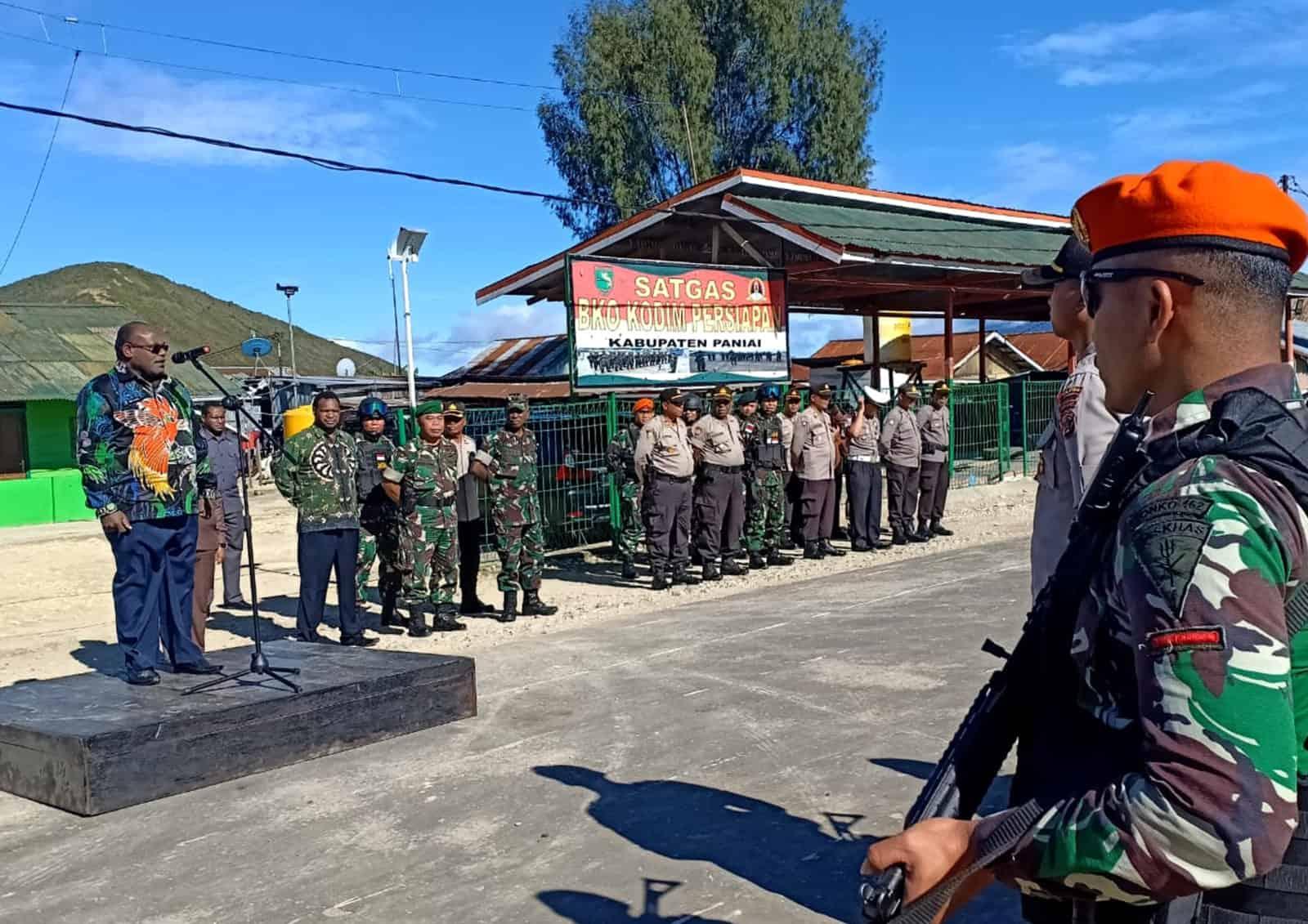 Satgas Pamrahwan Yonko 462 Paskhas Melaksanakan Apel dan Patroli Gabungan TNI-Polri