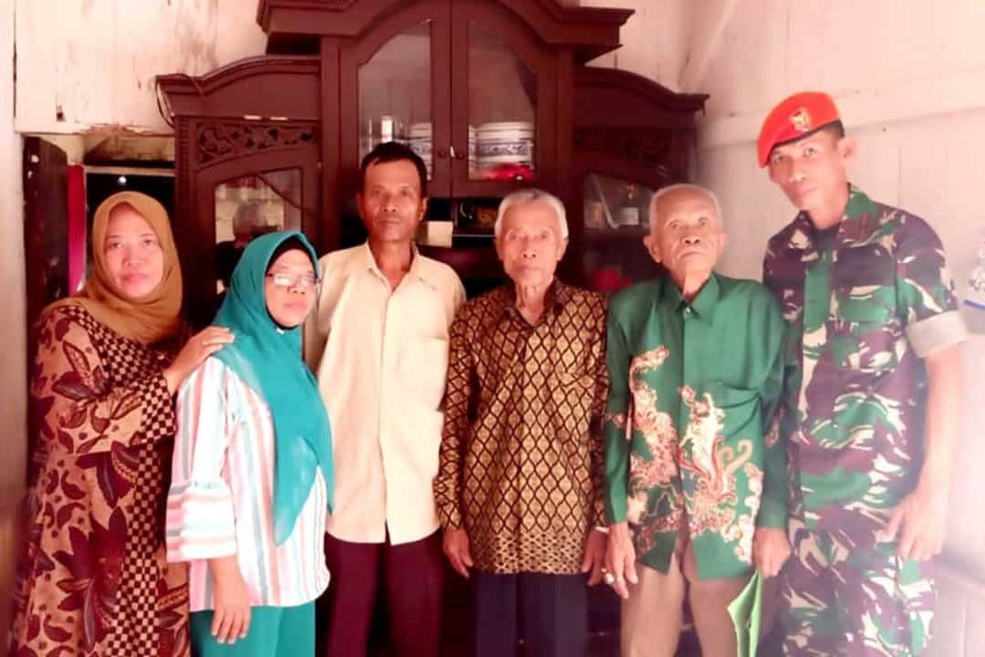 Hargai Sesepuh, Yonko 462 Paskhas Antar Kepulangan Purnawirawan Kopasgat Menuju Kampung Halaman