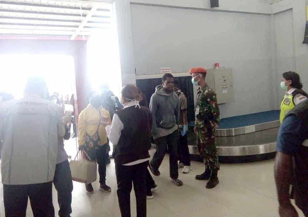Satgas Pamrahwan Yonko 462 Paskhas Pos Bandara Wamena Ikut Antisipasi Penyebaran Virus Corona (Covid 19) di Wamena