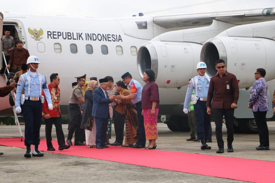 Danlanud Rsn Dampingi Gubernur Sambut Kedatangan Wakil Presiden RI