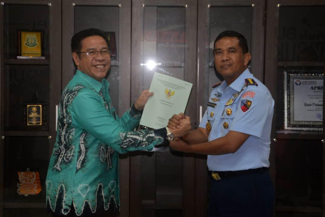 BPN Kota Banjarmasin Serahkan Sertifikat Aset Tanah Lanud Sjamsudin Noor