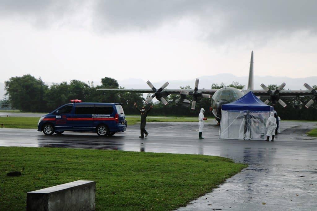 Komandan Lanud Abd Saleh Sambut Kedatangan Pesawat Hercules A-1333 Ambil Alat Kesehatan dari China