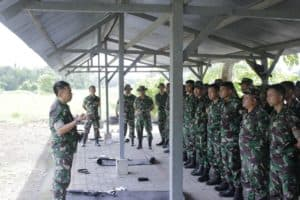 Personel Lanud Sam Ratulangi Tingkatkan Kemampuan Menembak