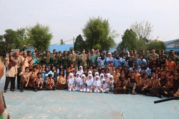 Sekolah Angkasa Lanud Soewondo Menerima Kunjungan Dan Alat-alat Olah Raga Dari United Special Army