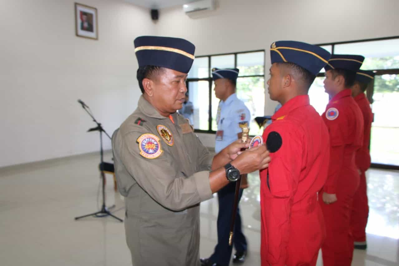 Komandan Lanud Adisutjipto mewakili Dankodiklatau membuka secara resmi Kursus JAT (Jupiter Aerobatik Team) Angkatan ke-4 bertempat di Gedung Jupiter, Jumat (6/3/2020). Hadir dalam kegiatan pembukaan kursus JAT Danwingdikterbang Kolonel Pnb Dedi Susanto, Para Kepala Dinas, Para Komandan Satuan, para Kasi Lanud Adisutjipto serta Instruktur Penerbang Lanud Adisutjipto.