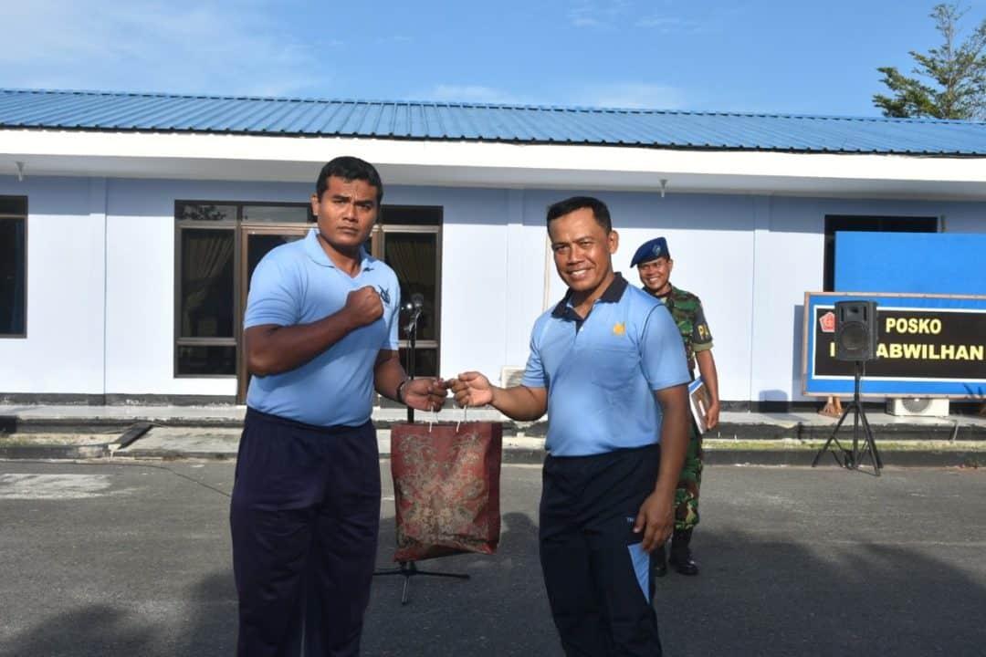 "Danlanud Serahkan 156 Sembako Kepada Anggota Lanud Rsa: ""Kita Harus Bersyukur"""