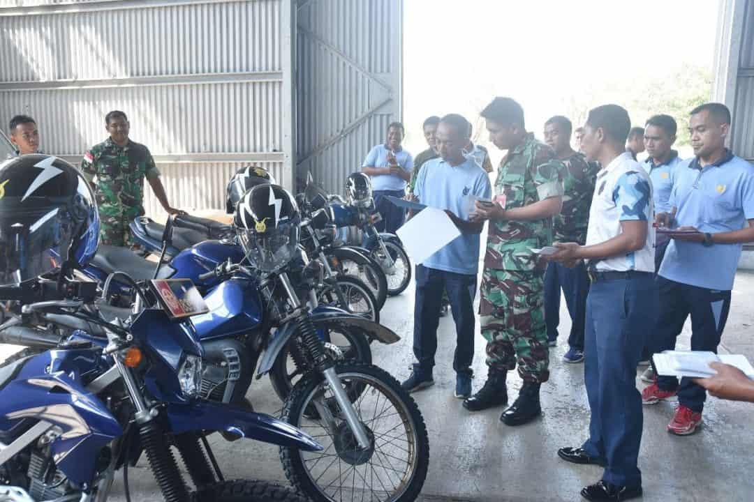 Komandan Lanud Maimun Saleh Gelar Apel Kendaraan Dinas.