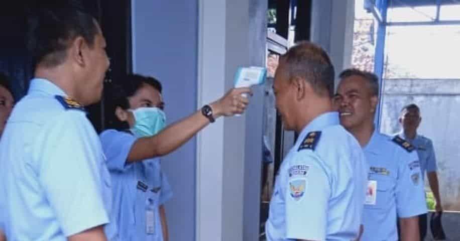 Sekkau Cegah Virus Corona Dengan Pengecekan Suhu dan Bagi Masker
