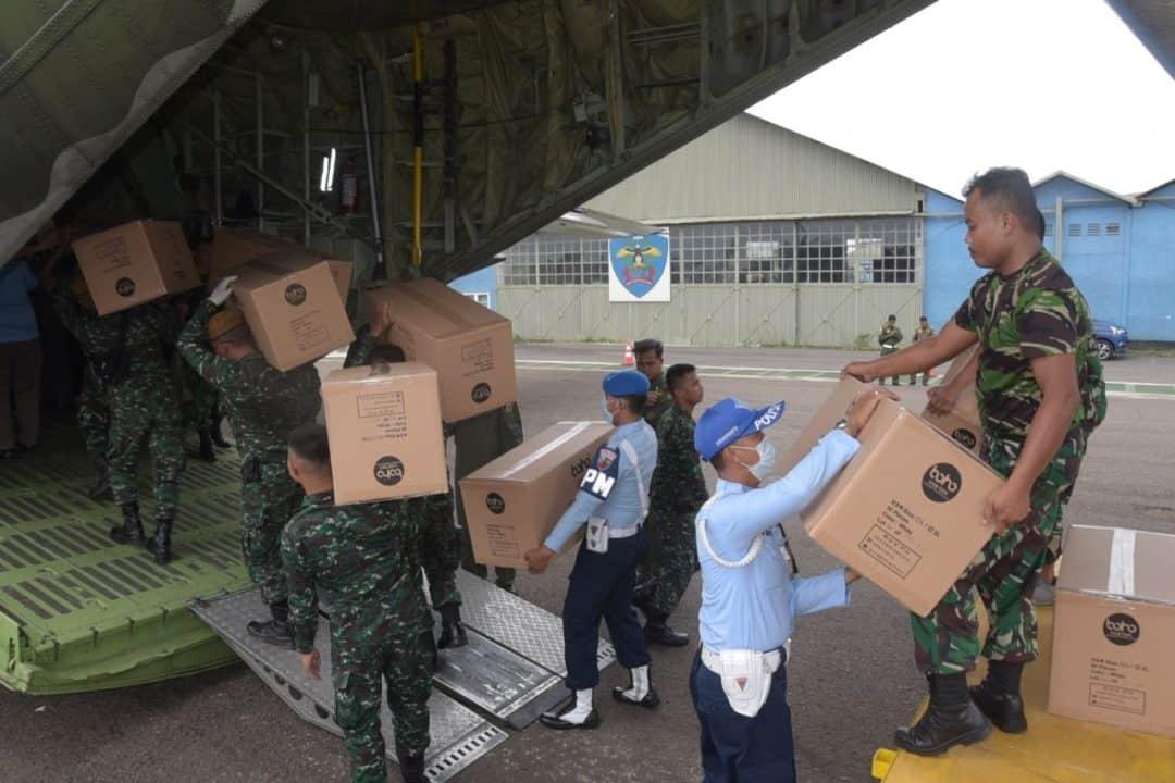 Pesawat Hercules dan Boeing TNI AU Angkut Alat Kesehatan APD Covid-19 Dari Lanud Husein S.