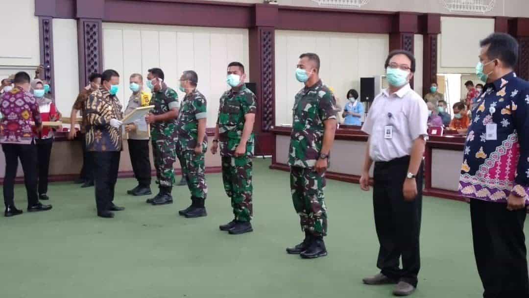 Danlanud BNY Terima Bantuan APD dari Gubernur Lampung