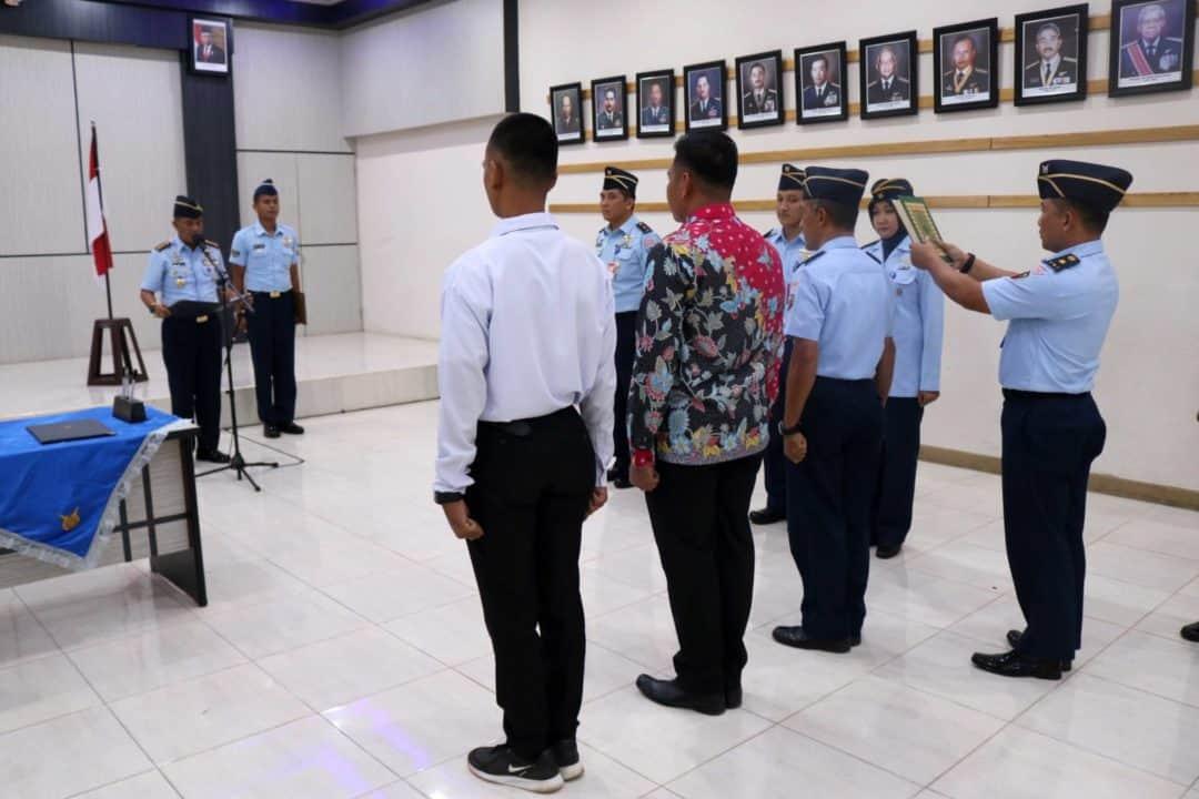 Penandatanganan Pakta Integritas Rekrutmen Casis Tamtama PK Pria Gelombang I Tahun 2020 di Lanud Sjamsudin Noor