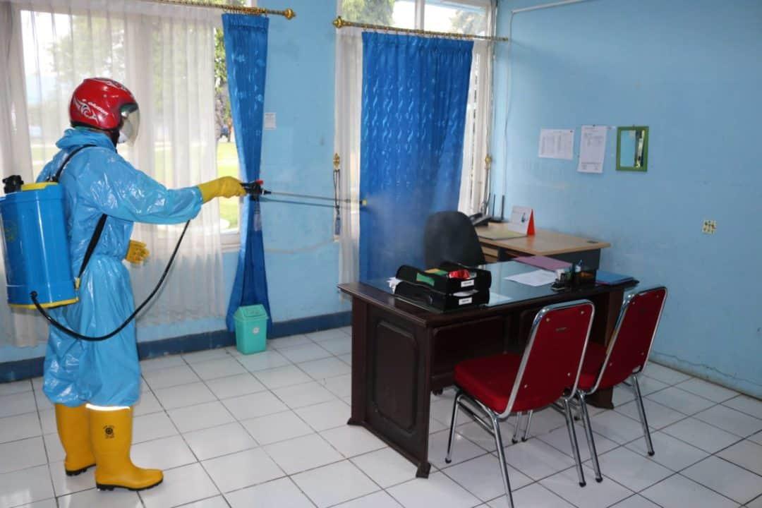 Lanud Sjamsudin Noor Cegah Penyebaran Covid-19 dengan Cara Menyemprot Seluruh Ruangan Dengan Desinfektan