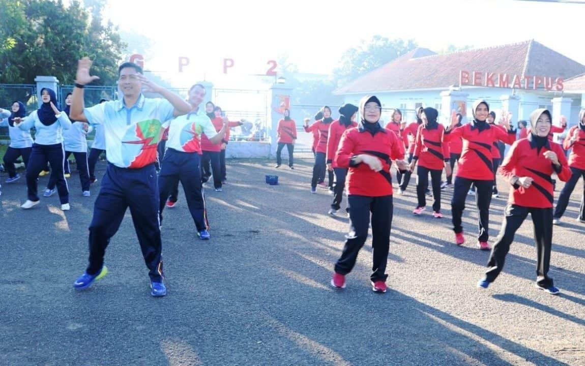 Wara Seskoau Olahraga Bersama di Lanud Husein Sastranegara