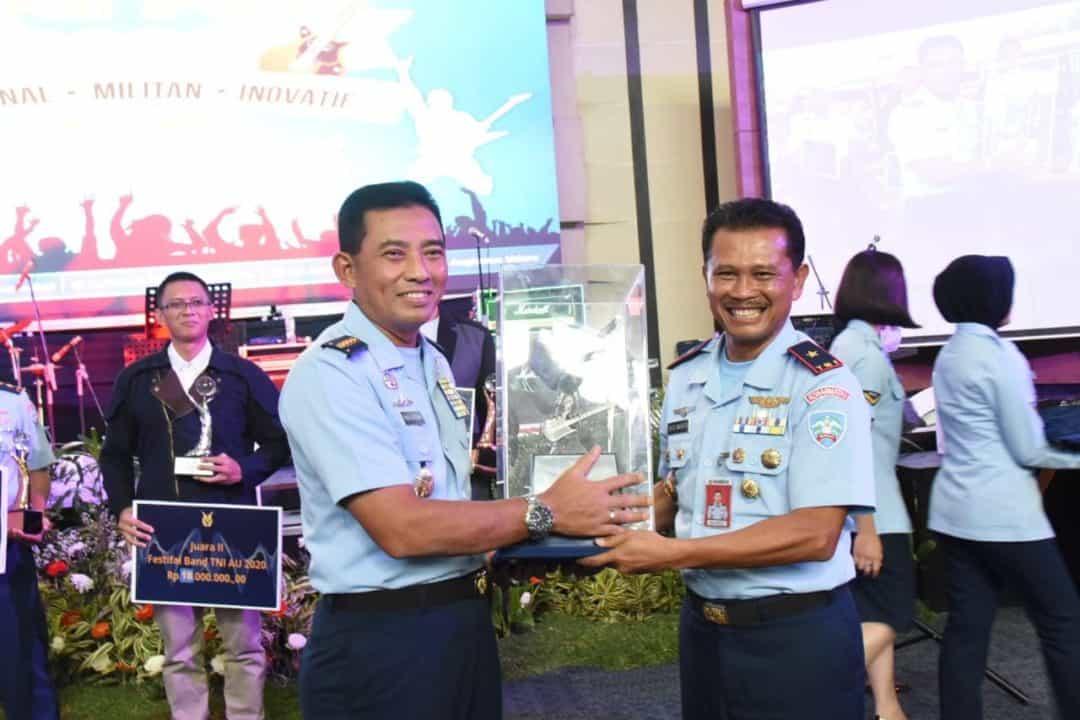 """Zero Four Band"" Koharmatau Tampil Sebagai Juara Pertama Lomba Grup Band TNI AU."