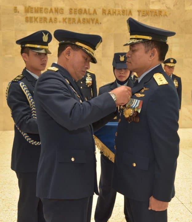Kasau Sematkan Bintang Swa Bhuwana Paksa Pratama kepada 7 Pati TNI AU