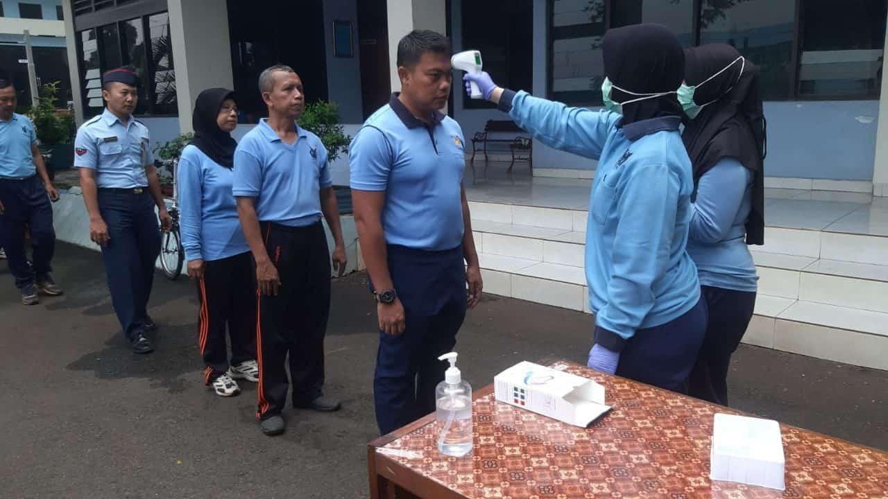Makoopsau I antisipasi Virus Corona, Jalankan Pemeriksaan Suhu tubuh dan semprotkan Disinfektan di tempat ibadah