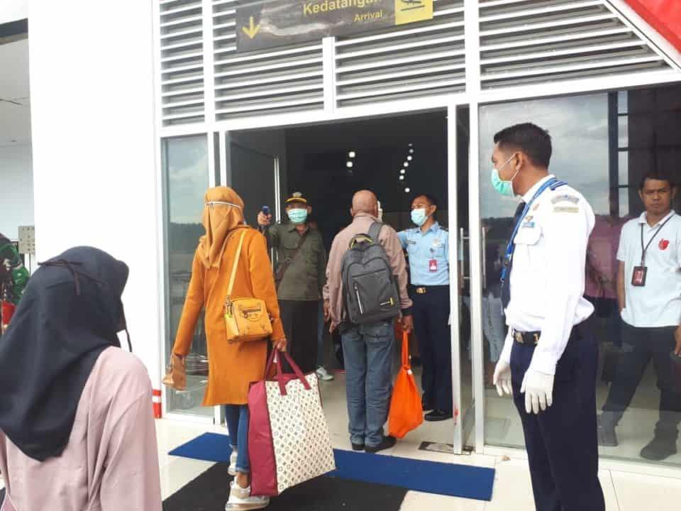 Lanud D. Dumatubun Bersama Tim Gabungan Cegah Virus Corona di Bandara Karel Satsuitubun