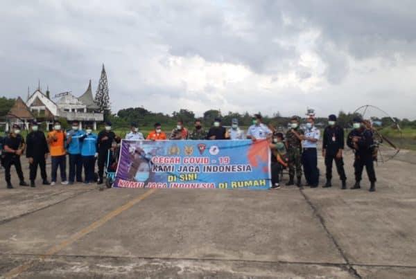 Empat Atlit Paramotor Fasida Provinsi Sumbar Sebarkan Ribuan Famplet Lewat Udara