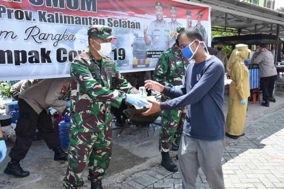 Komandan Lanud Sjamsudin Noor Ikuti Kegiatan Dapur Umum TNI-POLRI dan Pemerintah Daerah Provinsi Kalimantan Selatan di Banjarmasin
