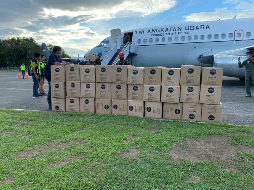 Pendistribusian APD dan Masker di Sejumlah Daerah Menggunakan Pesawat Boeing 737 Skadron Udara 5 dan A-1330 Skadron udara 33 Lanud Sultan Hasanuddin