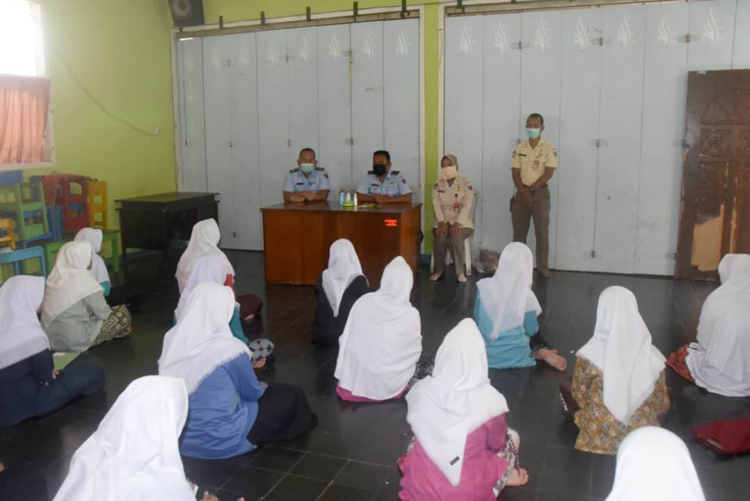 Sosialisasi Pembuatan Hand Sanitizer Secala Alami Oleh Lanud Wiriadinata
