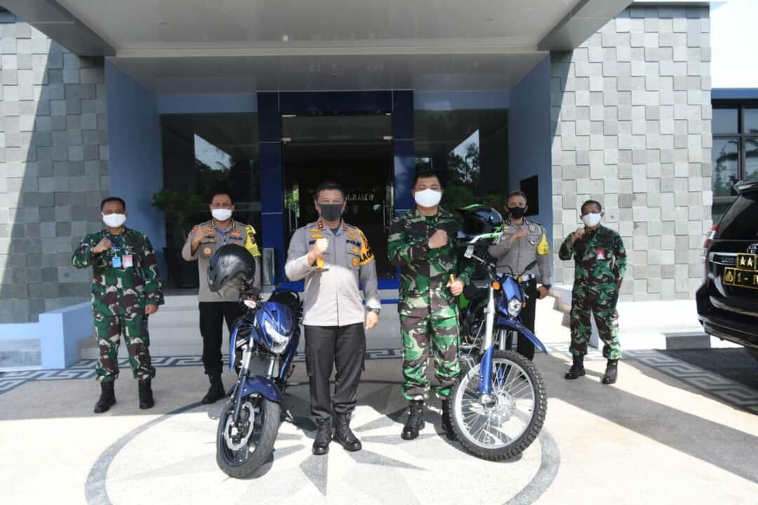 Danlanud Rsn Terima 2 Unit Motor Dari Polda Riau Dukung Babinsa