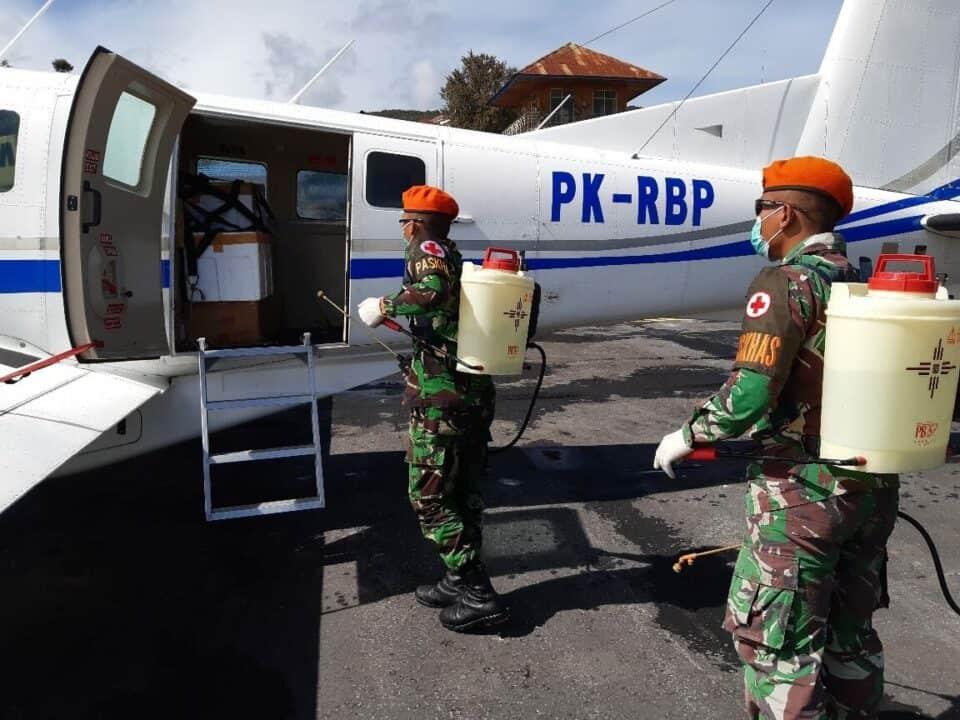 Satgas Pamrahwan Yonko 462 Paskhas Laksanakan Pencegahan Covid 19 di Bandara Enarotali