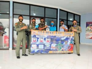 Ikatan Alumni AAU 2004 Bagikan Masker kepada Personel Lanud Sultan Hasanuddin dan Masyarakat Sekitar