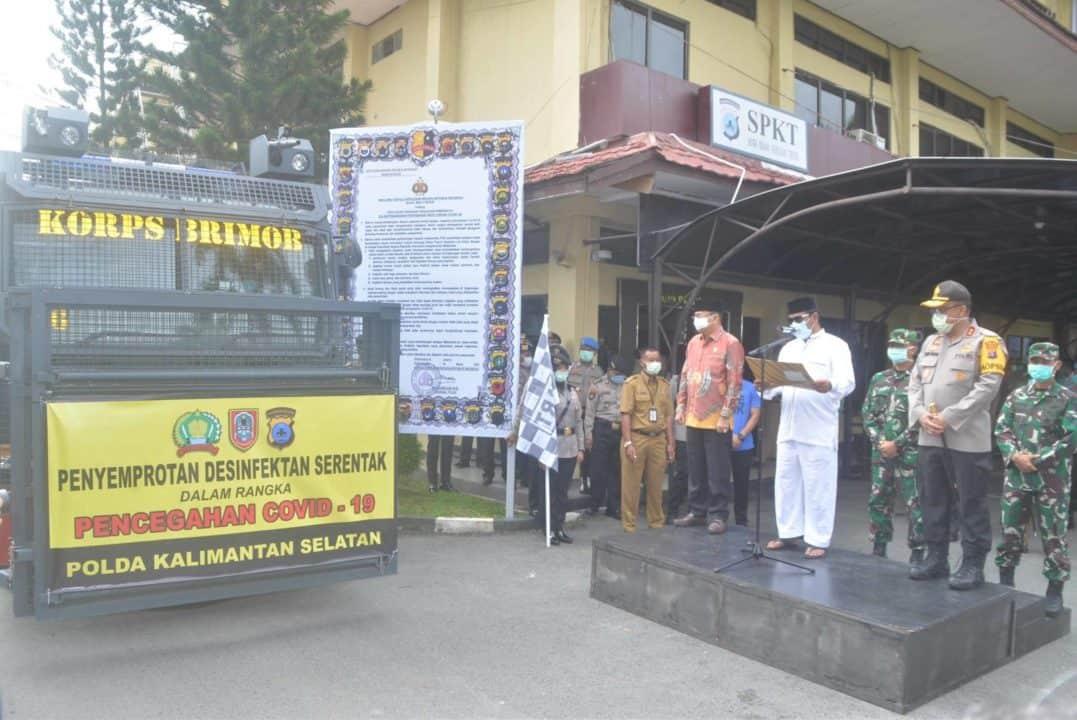 Penyemprotan Desinfektan Serentak Dalam Rangka Pencegahan Covid-19 Polda Kalimantan Selatan